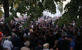 Des gens après une marche de deuil à Koethen, dans l'est de l'Allemagne, le 9 septembre 2018. Odd ANDERSEN / AFP)