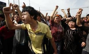 Des manifestants dans les rue de Urumqi, en Chine, le 7 juillet 2009
