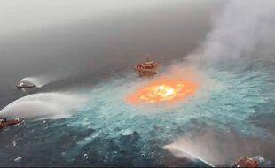 """La fuite de gaz a provoqué un """"œil de feu"""" dans le golfe du Mexique."""