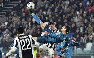Pour le doublé, Cristiano Ronaldo sort le grand jeu sur le terrain de la Juve.