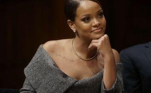 Rihanna a reçu le titre de personnalité humanitaire de l'année de l'université de Harvard, le 28 février 2017 à Cambridge (Etats-Unis)