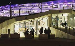 La gare de Rennes et son toit en ETFE, ici photographiés de nuit.