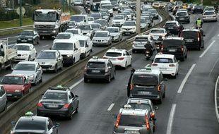 L'arrivée des VTC a modifié les usages des Français qui du coup empruntent moins les taxis, les transports en commun et certains sont allés jusqu'à renoncer à acheter un véhicule