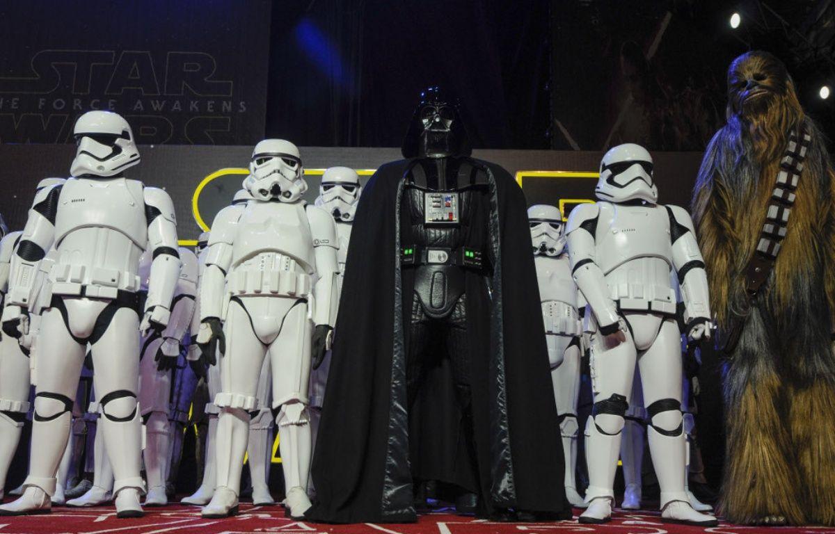 Dark Vador, ses Stormtroopers et Chewbacca lors de l'avant-première à Londres de l'Episode VII – WENN