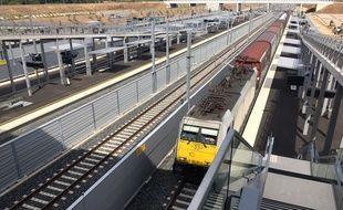 Un train de frêt à la gare Sud de France, à Montpellier, sur le chemin de la future ligne LGV.