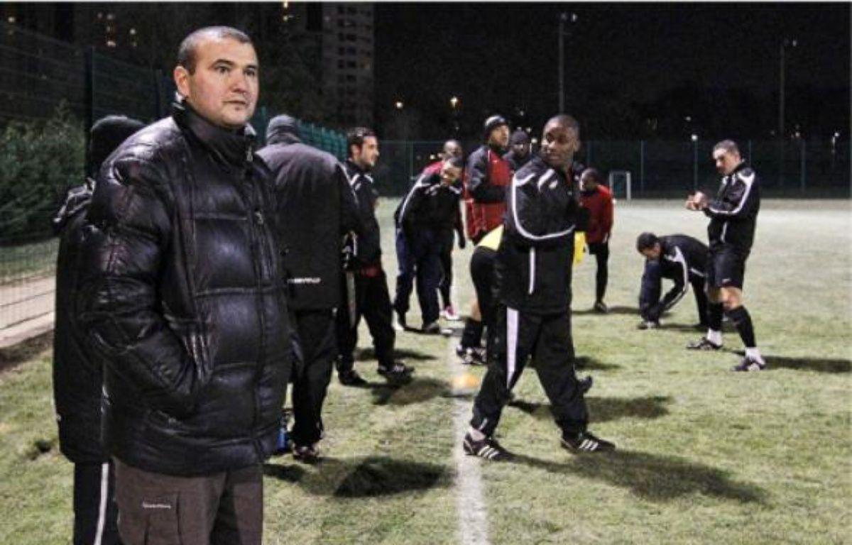 Mustapha Hassaine (au 1er plan)  a entamé sa 32e saison au FC Vaulx-en-Velin. –  P. FAYOLLE / SIPA