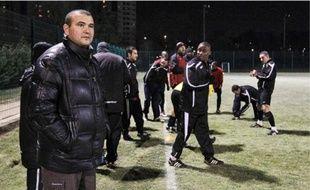 Mustapha Hassaine (au 1er plan)  a entamé sa 32e saison au FC Vaulx-en-Velin.