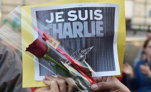 Illustration d'une manifestation, pancarte «Je suis Charlie».