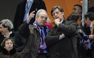Alain Juppé et Nicolas de Tavernost lors de la finale de la Coupe de la Ligue, en 2010.
