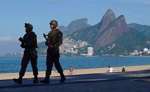Des soldats brésiliens à Rio de Janeiro.