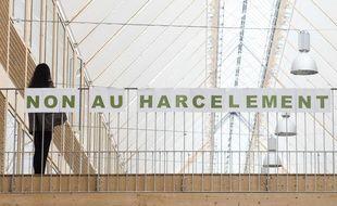 Les mots Non au harcelement sont affiches dans le couloir du lycee Mandela a Nantes.