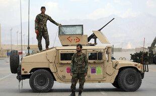 Des soldats afghans sur le base de Bagram après le retrait des troupes américaines, le 5 juillet 2021.