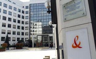France Télécom a enregistré une baisse de son activité et de sa rentabilité opérationnelle au premier trimestre, période correspondant à l'arrivée de Free sur le marché de la téléphonie mobile et au cours de laquelle l'ancien monopole public a perdu 615.000 clients.