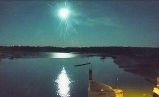 La webcam installée à Arzal, dans le Morbihan, a capté les images du passage de la météorite dans la nuit du 5 au 6 septembre 2021.