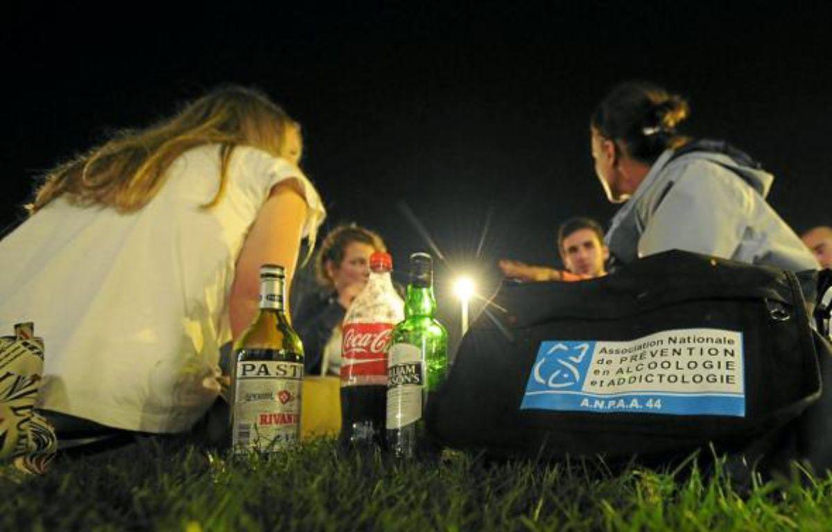 Véritables anges gardiens de la nuit nantaise, les Veilleurs de soirée discutent avec les lycéens et étudiants alcoolisés. –  F. Elsner / 20 Minutes
