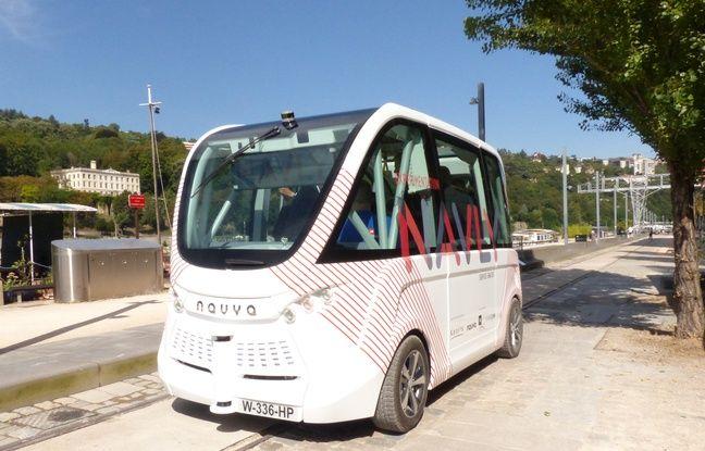 Lyon, le 2 septmebre 2016. La navette Navly sans chauffeur et électrique va être testée pendant un an dans le quartier du Confluent. Elle sera accessible gratuitement en semaine au public.