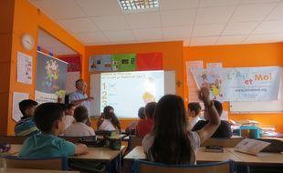 Marseille 10 JUIN 2015 Intervention dans une école pour sensibiliser les enfants à la pollution de l'air.