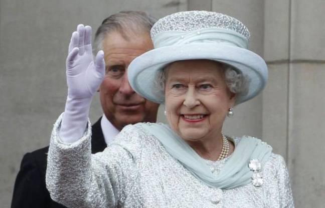 L'apparition au balcon du palais de Buckingham d'Elizabeth II saluée par les hourras d'une foule immense aux couleurs de l'Union Jack a conclu mardi en apothéose le quatrième et dernier jour des célébrations du jubilé, où seul manquait le prince Philip, hospitalisé.