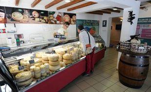 Un comptoir de la Coopérative laitière du Pays Basque, le 30 octobre 2015 à Saint-Jean-Pied-de-Port