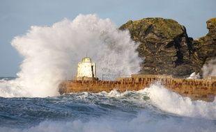 La tempête Eleanor a touché auparavant le Royaume-Uni, comme ici à Portreath, le 1er janvier.