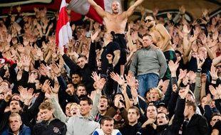Des supporters de l'Ajax Amsterdam lors d'un déplacement à Manchester City en octobre 2012.