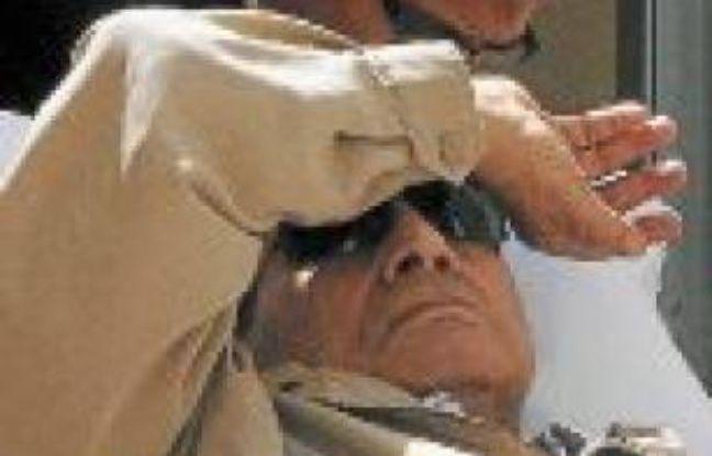 L'ancien président égyptien, Hosni Moubarak, à son procès, le 2 juin.