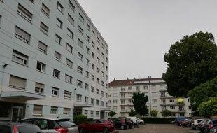 Khamzat Azimov a grandi dans la périphérie de Strasbourg, notamment à Schiltigheim, commune limitrophe.