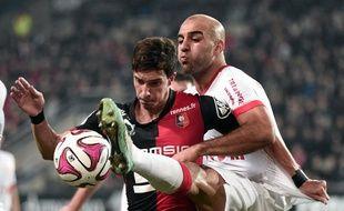 Le Monégasque Aymen Abdennour (second plan) à la lutte avec le Rennais Vincent Pajot, le 29 novembre 2014 en Ligue 1.