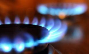 GDF Suez a annoncé jeudi qu'il allait facturer à ses clients particuliers 290 millions d'euros pour compenser le gel des prix du gaz au quatrième trimestre 2011, qui avait été invalidé par le Conseil d'Etat.
