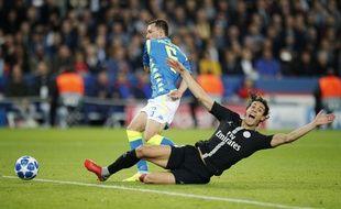 Cavani réclame un penalty contre Naples, le 24 octobre 2018 au Parc.
