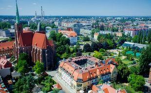 Entre ses bâtisses anciennes et ses bars branchés, Wroclaw est une terre de contrastes hautement dépaysante.