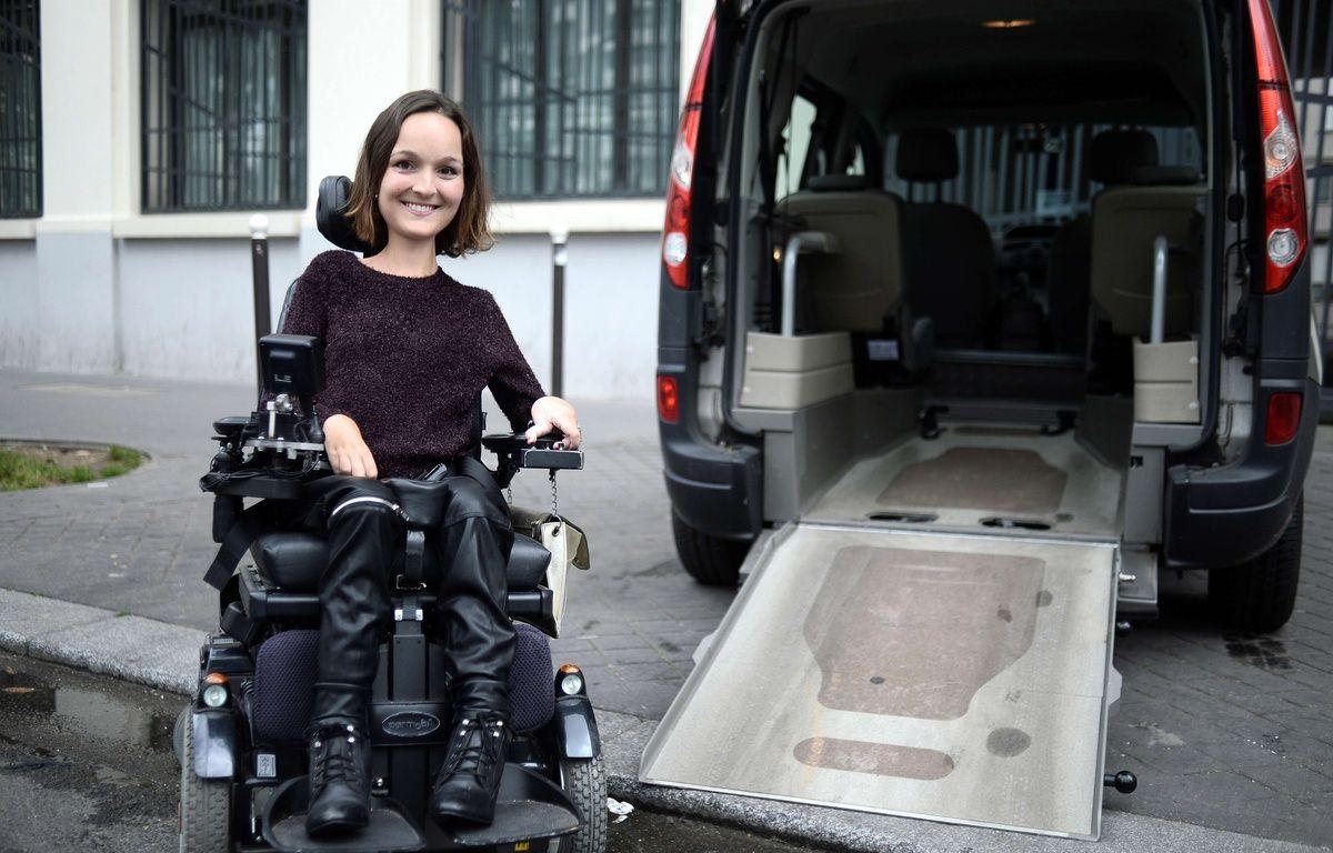 Charlotte de Vilmorin, créatrice de Wheeliz.com, devant un véhicule adapté. – AFP
