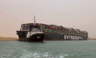 Un cargo s'est mis en travers du canal de Suez, le 24 mars 2021.