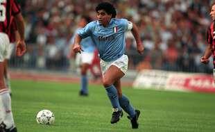 Maradona portant les couleurs de Naples, le 15 juin 1990.