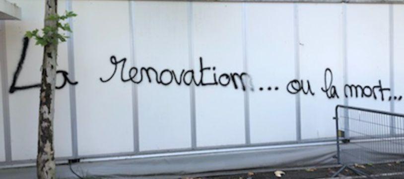 La boutique du FC Nantes, les murs du stade et le Pavillon ont été taggés dans la nuit de vendredi à samedi.