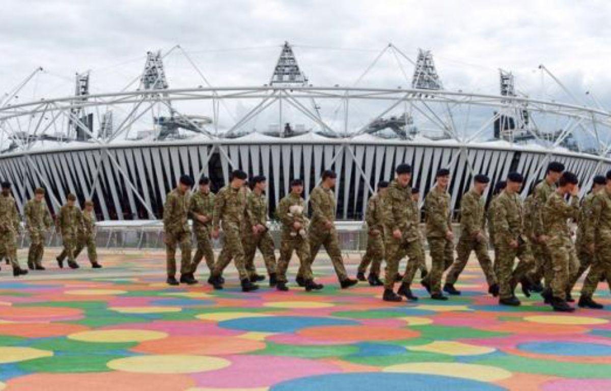 Le groupe britannique de sécurité G4S chutait lundi matin à la Bourse de Londres après avoir échoué à fournir assez de gardiens pour la protection des jeux Olypiques, ce qui pourrait lui coûter jusqu'à 50 millions de livres et surtout entâcher durablement sa réputation. – Leon Neal afp.com