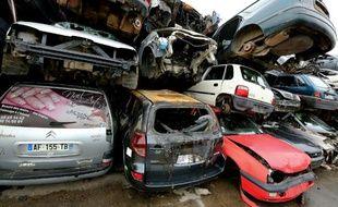Epaves de voitures conservées chez Careco, société spécialisée dans la dépollution et le démontage des véhicules hors d'usage, le 28 janvier 2015 à Saint-Quentin dans le nord de la France