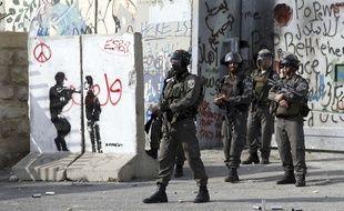 Des policiers israéliens au checkpoint entre Jérusalem et Bethléem, le 2 octobre 2015.