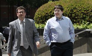 Le journaliste Matthew Keys (à droite), condamné à deux ans de prison, le 13 avril 2016, pour piratage.