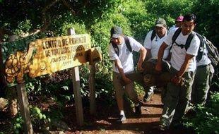 """""""Georges le solitaire"""", la dernière tortue géante de son espèce, vivant dans une des îles de l'archipel des Galapagos, est morte dimanche, a annoncé le service du parc national des Galapagos."""