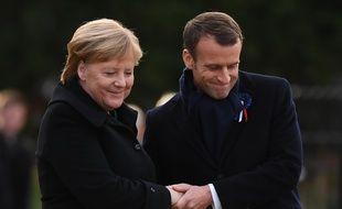 Emmanuel Macron et Angela Merkel ont dévoilé samedi 10 novembre 2018 une plaque pour commémorer l'armistice de 1918.