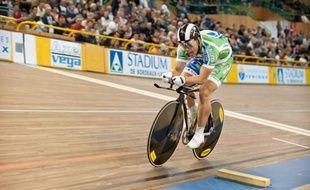 Quentin Lafargue lors des championnats de France au vélodrome de Bordeaux-Lac en juin 2012.
