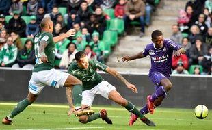 Le Toulousain Max-Alain Gradel face à Saint-Etienne, le 14 janvier 2018 à Geoffroy-Guichard.