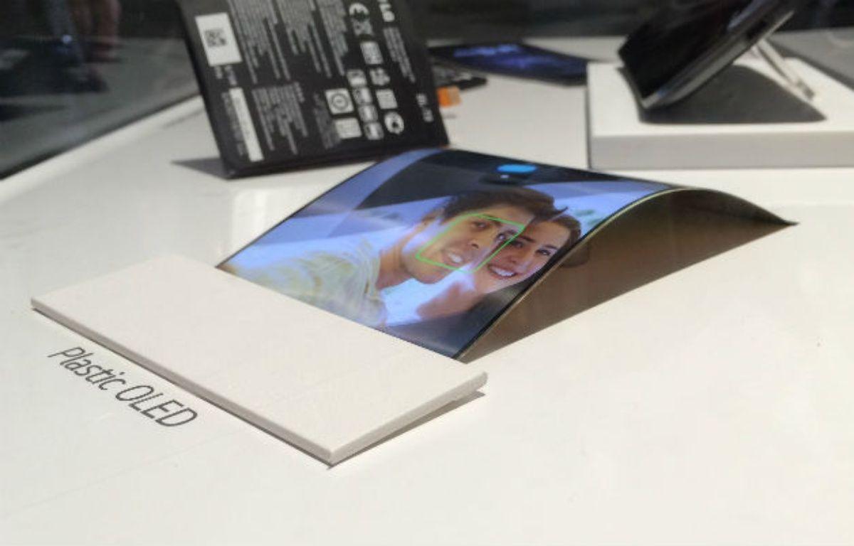 Au CES 2014, LG avait présenté ses écrans souples pour smartphones. – CHRISTOPHE SEFRIN/20 MINUTES