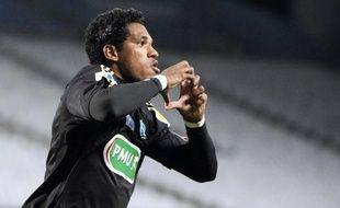 Un des deux derniers petits poucets, Bourg-Péronnas (CFA, 4e division), habitué aux exploits en Coupe de France, recevra en 8e de finale Marseille (L1), qui a eu du mal dimanche pour éliminer (3-1 a.p.) Le Havre (L2) en 16e de finale au Vélodrome.