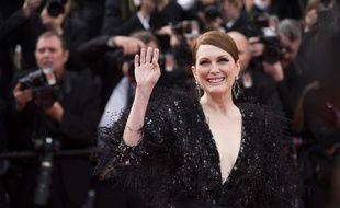 Julianne Moore sur le tapis rouge à Cannes le 13 mai 2015.