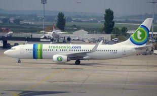 Un avion de la compagnie Transavia, filiale de Air France, sur le tarmac de l'aéroport d'Orly le 17 mai 2013