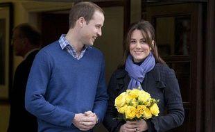 Le Prince William et son épouse Catherine quittent l'hôpital King Edward VII de Londres, le 6 décembre 2012.