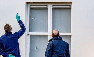 Des policiers enquêtent après des tirs sur l'ambassade d'Arabie Saoudite à La Haye, aux Pays-Bas, le 12 novembre 2020.