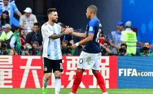 Lionel Messi et Kylian Mbappé après la qualification des Bleus en quarts de finale.